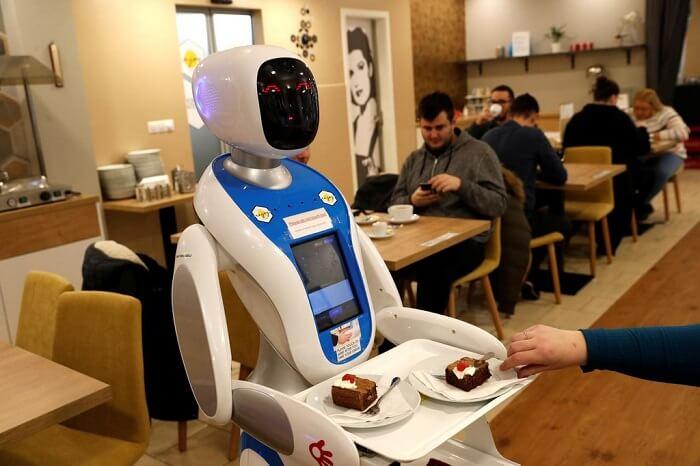Robot tự phục vụ